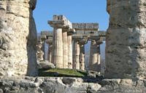 גנבי עתיקות משגשגים במשבר היווני!
