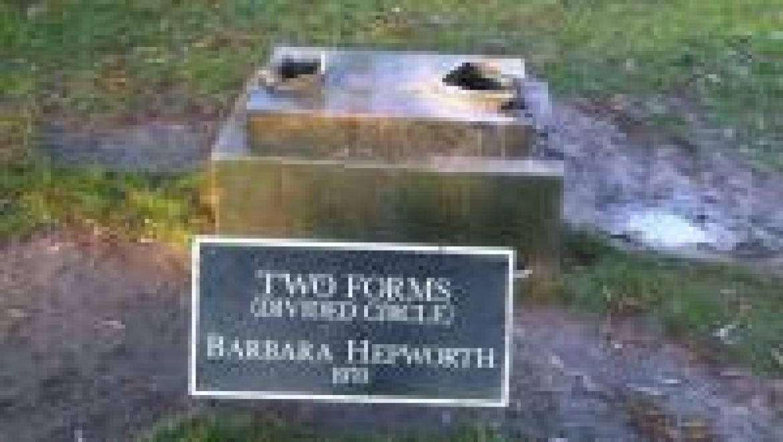 ברברה הפוורת' הייתה פסלת בריטית, חברת מסדר האימפריה הבריטית.